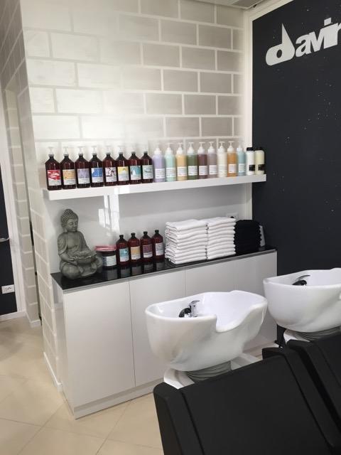 Beauty salon equipment furniture gamma bross for Used salon stations