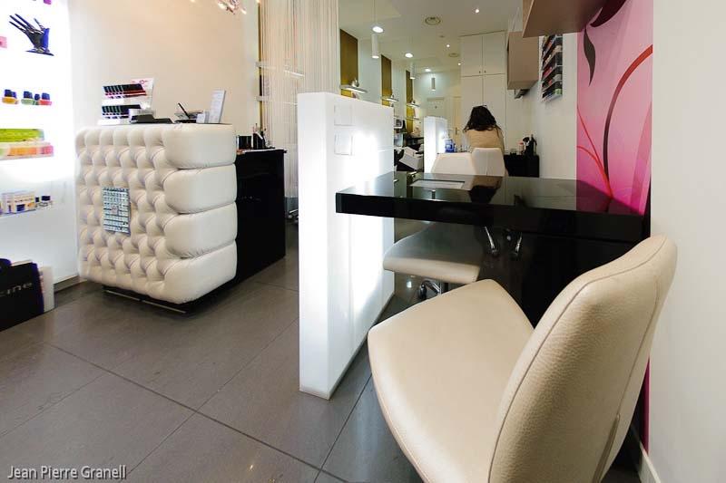 Mobiliario de peluquria y salones de belleza gamma for Mobiliario de bar